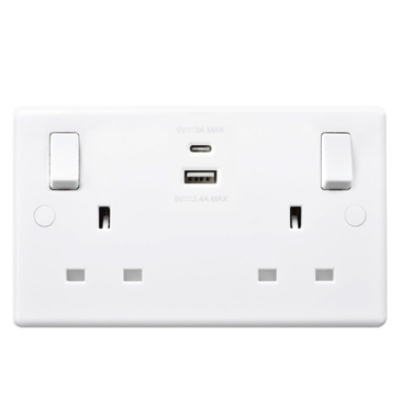 BG White Plastic 2 Gang Socket With Usb Type A and Type C 4.2A (shared) 822UAC