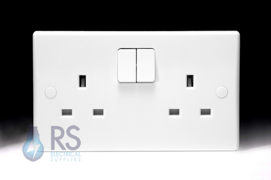 Schneider Ultimate Slimline White Moulded Double Socket GU3020